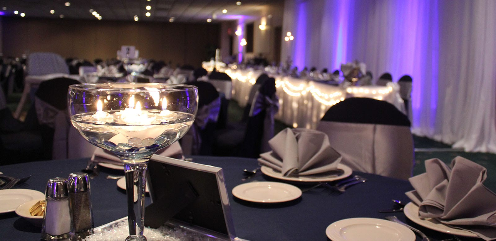 Candle centerpiece at wedding banquet table